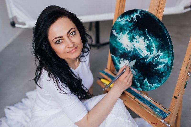 ręcznie malowany okrągły obraz